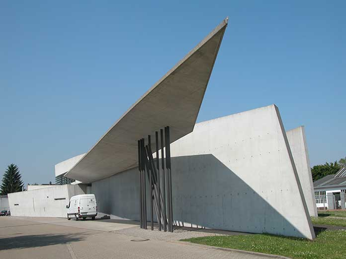 Works and projects of Zaha Hadid. The Vitra Fire Station.