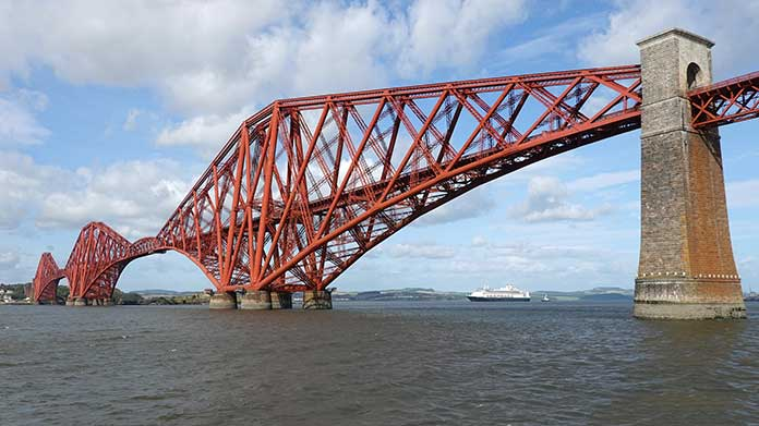 The Forth Bridge was the longest bridge with a span of 541 meter in 1890s.