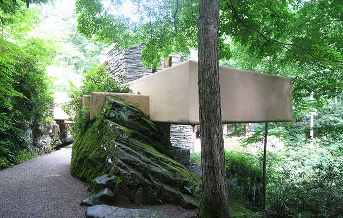 The Fallingwater House integrated with the nature and rocks