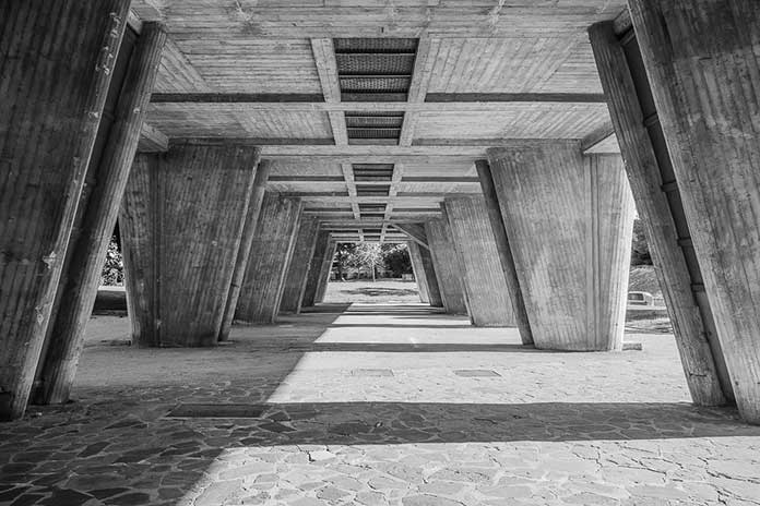 The colonnade system designed on the ground floor of Unité d'Habitation of Le Corbusier