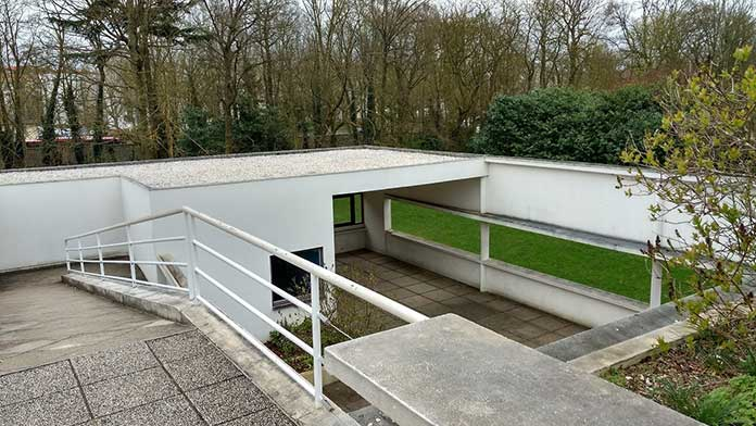"""The modern house """"Living Machine""""  Villa Savoye's terrace roof, which is one of the 5 points of architecture."""